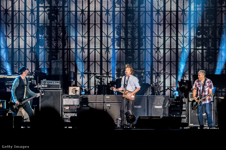 Paul McCartney fellépésen 2013. július 19-én
