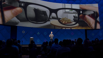 Okosszemüveget tervez a Facebook