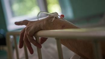 Felmérik a kórházak, melyik koronavírusos beteg életéért küzdjenek