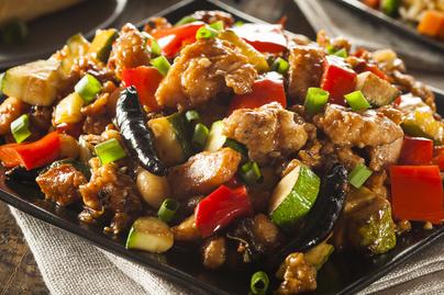 Fűszeres, szaftos szecsuáni csirke otthon készítve, ízfokozók nélkül