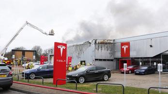 Kigyulladt a Tesla gyára