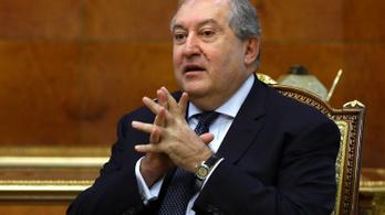 Koronavírus miatt kórházba vitték az örmény elnököt