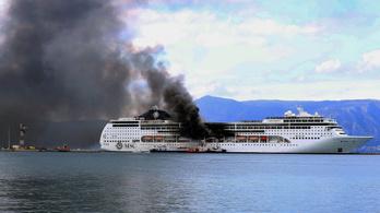 Tűz ütött ki egy görög óceánjárón Korfu kikötőjében