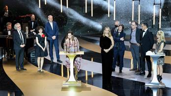Adieu a hülyéknek: Albert Dupontel komédiája tarolt a francia Oscar-gálán