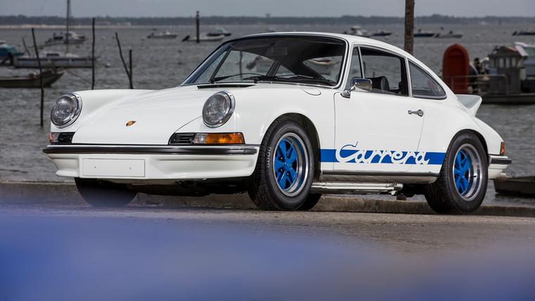 Mi más is lehetne az oka a hegyes 911-esnek, mint a motorsport? A Porsche az FIA Group 4-es szabályrendszerének megfelelő autót készített, amihez ekkoriban szükség volt homologizációs példányokra