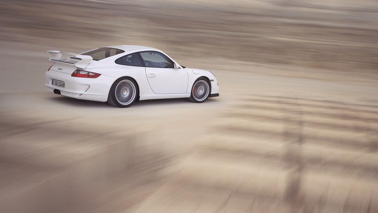 """2006-ban jött az új GT3-as, már a 997-esből, aminek újdonsága a továbbfejlesztett """"zero lift"""" aerodinamika, tehát az autón lévő spoilerek kizárólag leszorítóerőt termelnek és semmi olyat, aminek emelő hatása volna, így csökkentené a tapadást"""