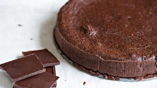 Egyszerű étcsokoládé-torta – ha még sohasem sütöttél, akkor is könnyen elkészítheted