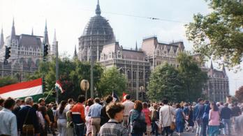 Gumibottal várták a Kádár-rendszerben a kokárdás ellenzékieket