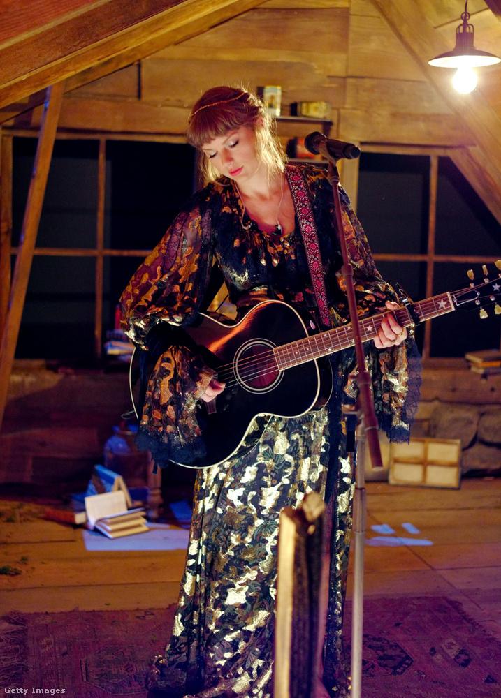 Swift amúgy fel is lépett az élőben közvetített gálán, így fokozva az erdei hippihercegnő imázsát.