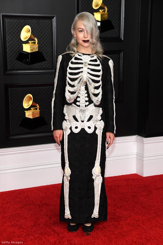 Március 14-én tartották az idei Grammy-díjátadót, amelyen természetesen zenei, és nem öltözködési díjakat osztanak