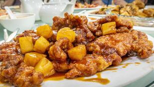 Csilis-csirke stir fry – minden hűtőben várakozó zöldség mehet bele!
