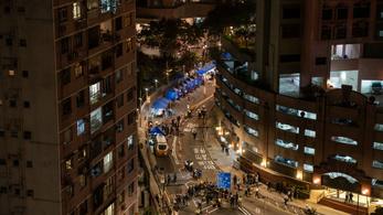 Agyelszívástól tartanak Hongkongban, emigrálna a fiatalok negyede