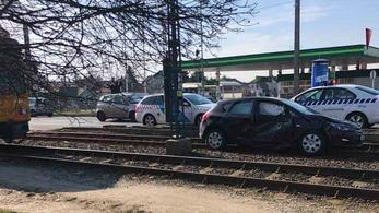 Villamossal ütközött egy Opel az Üllői úton
