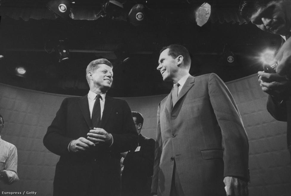 Míg 1952-ben megmentette a karrierjét, 1960-ban a vesztét okozta a televízió. A Kennedyvel folytatott választási küzdelmében rendeztek először televíziós vitát, amit a közvélemény fele még csak rádión követett. Azok, akik csak hallották a vitát, Nixont gondolták jobbnak. De akik látták is, a napbarnította, mosolygós Kennedyt vonzóbnak találták a sminkelést visszautasító, ezért a képernyőn hullaszerűnek ható Nixonnál. Persze a választást nem ezen, hanem pártízezer elcsalt chicagói szavazaton bukta el, aminek a későbbi fejlemények szempontjából még lesz jelentősége.