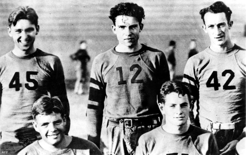Napra pontosan száz éve, 1913. január 13-án született Richard Milhouse Nixon, az Egyesült Államok 37., egyben egyedüliként lemondásra kényszerült elnöke, aki a Simpson család című rajzfilmsorozat Milhouse nevű karakterének nevét is ihlette. Nixon egész életszemléletét meghatározta származása. Szegény farmercsaládba született Dél-Kaliforniában, ahol a húszas években kevés rosszabb buli volt a narancstermelésnél. Csakis szorgalmának és kőfejű kitartásának köszönhette a kitörést. Meghatározó fiatalkori élménye volt az amerikai foci, élete végéig szenvedélyes Washington Redskins rajongó volt. Hozzáértését még az őt amúgy szimplán fasisztának tartó, Magyarországon a gonzó megteremtőjeként ismert, de alapvetően sportújságíró Hunter S. Thompson is elismerte.