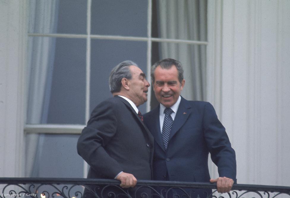 A választási győzelem után pedig jöhetett a kínainál is nagyobb nyitás. 1973-ban Leonyid Brezsnyev, a szovjet pártfőtitkár történelmi amerikai látogatásra érkezett, Nixon a Fehér Házban fogadta.