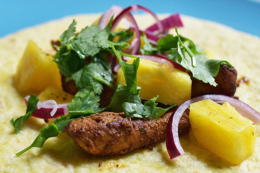 Pácolt szűzérmék ananásszal, tortillában: a hibátlan tacos al pastor receptje