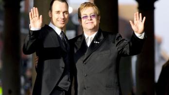 Elton John kiakadt a katolikus egyházra, megtalálta Ferenc pápát is