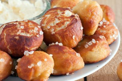 Készíts sós perecet nassolnivalóként: falatnyi darabokban is készülhet