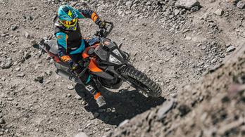 A Föld legmagasabb hegyiversenyét egy KTM Adventure 390-essel nyerték