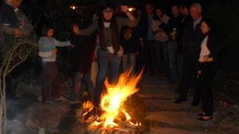 Iránban megtartották a tűzünnepet, 64 ember égett meg
