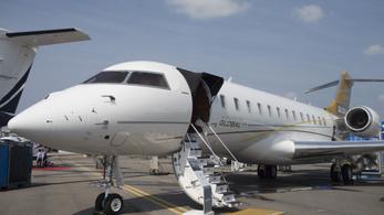 Visszatért Dubajból a NER kedvenc magángépe, lefotózták a ferihegyi repülőtéren