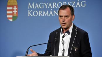 Szlávik János: Öt évvel csökkent a koronavírus miatt kórházba kerülők átlagéletkora