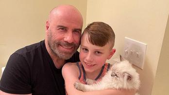John Travolta új családtagja nem igazán szereti, ha ölelgetik