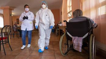 Drasztikusan sújtotta az idősotthonokat a járvány