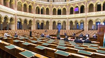 A kormány és a Fidesz sem volt ott a rendkívüli parlamenti ülésen