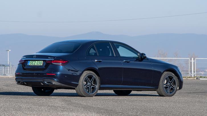 Több kereskedő szerint nehezen értékesíthető használtan a kék E vagy 5-ös BMW. Csak a fekete!