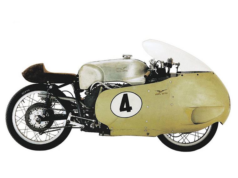 Moto Guzzi V8 500 GP (1955.)                         Ha a Galleto volt a lakossági motor, akkor a V8 500 GP volt az ellenkező véglet, a cég versenyrészlegének a csúcsterméke