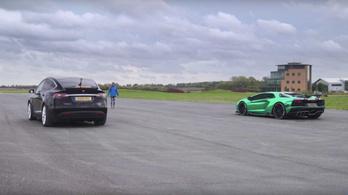 Lamborghini: túl gyorsak a villanyautók, inkább csinálunk mást