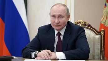 Putyin virágnyelven küldte melegebb éghajlatra az őt gyilkosnak minősítő Bident