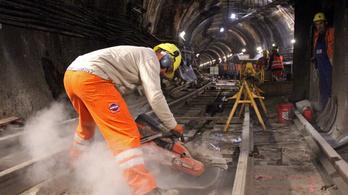 Itt megnézheti, hogyan újul meg a hármas metró – videó és galéria