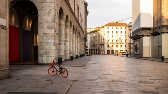 Oltásért tüntetnének a nyolcvanasok Milánóban