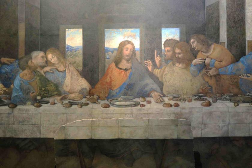 Mario Taddei, Da Vinci-szakértő szerint azért nincs fény a szereplők feje körül, mert ő inkább a természetben, semmint Istenben hitt, és e megoldással azt szerette volna üzenni, hogy az asztal körül ülők sem mások, csupán emberek.