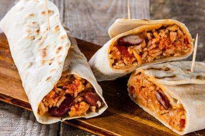 20 perces burrito sajttal, rizzsel és babbal töltve - Maradékmentő fogás is lehet