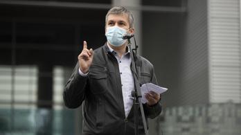 El a kezekkel! – Már az Országos Mentőszolgálat is üzent Hadházy Ákosnak