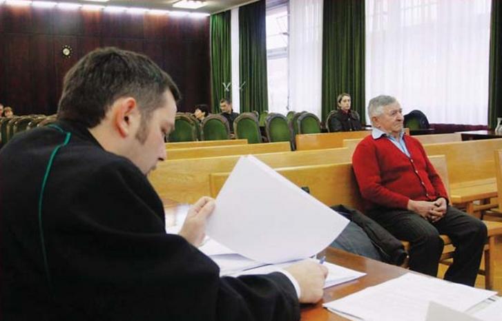 Szoboszlai Barna ül a vádlottak padján a Borsod-Abaúj-Zemplén Megyei Bíróság tárgyalótermében Miskolcon, ahol folytatódott perének tárgyalása