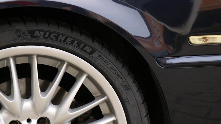Elképesztő, mennyit számít az autó viselkedésében egy jó gumi, a Michelin PS4 márpedig baromi jó