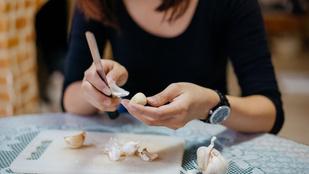 Így pucolhatod meg leghatékonyabban afokhagymát