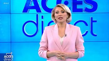 Élő adásban, téglával támadt a műsorvezetőre egy meztelen nő