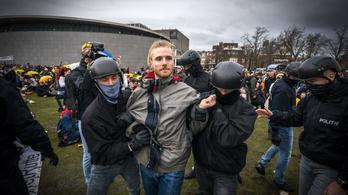 Vízágyúval oszlatták Amszterdamban a járványügyi korlátozások ellen tüntetést
