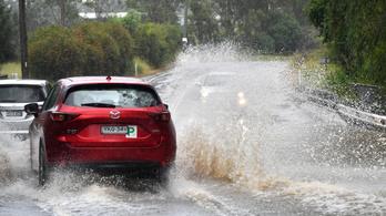 Durva árvizek pusztítanak Ausztráliában