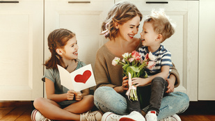 Út a háború végétől a virágcsokorig: az anyák napja története