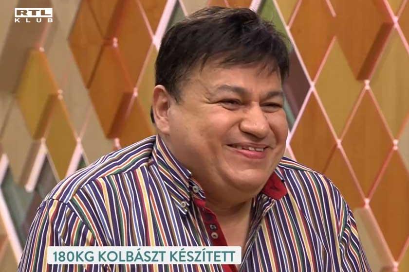 Januárban még minden rendben volt, Csocsesz a szokásos jókedvvel vendégeskedett az RTL Klub Reggelijében.
