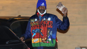 Snoop Dogg újra elővette a Doggystyle-t, egy kígyóbőr retiküllel együtt