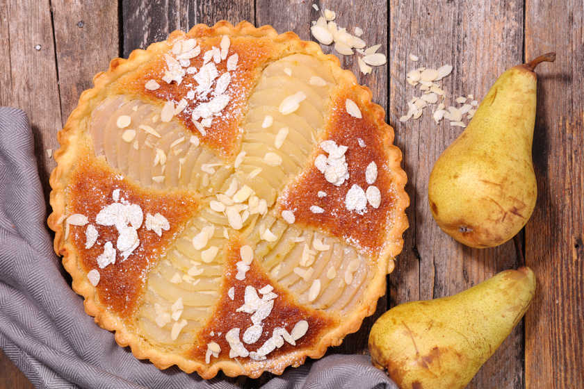 Mutatós körtés-mandulás pite: egyszerűen készül a fenséges desszert