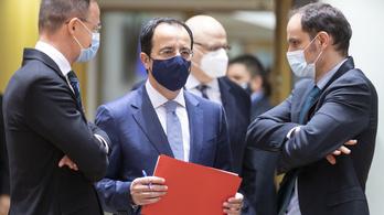 Szijjártó Péter szerint értelmetlenek az EU szankciói Kína ellen